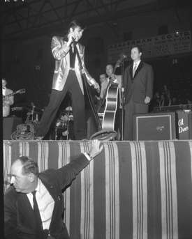 Colonel Parker protects Elvis in Ottawa, 1957
